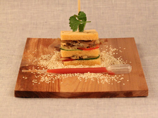 Sandwich kip met srirachasaus