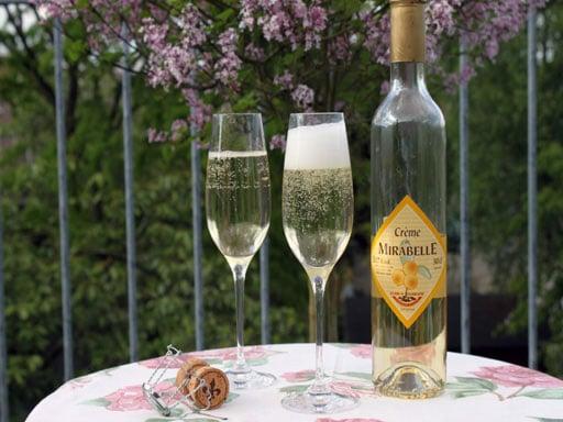 Cremant de Bourgogne met Mirabellelikeur