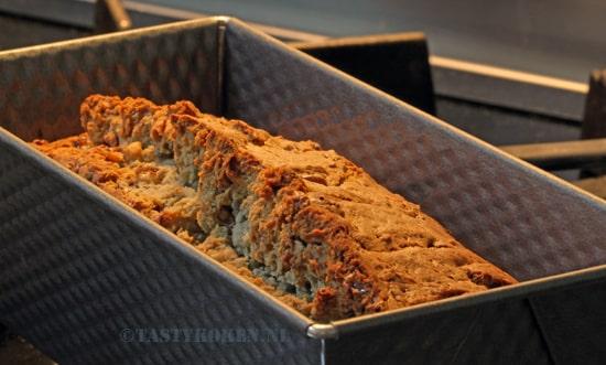 hartig brood in cakeblik