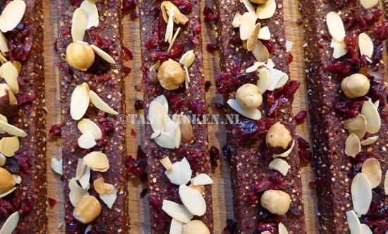 Energierepen van quinoa met cranberries en noten